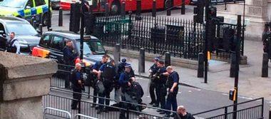 Detienen a un hombre cerca del Parlamento británico con varios cuchillos