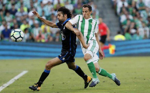 Guardado pone pase para gol en la victoria del Betis sobre La Coruña