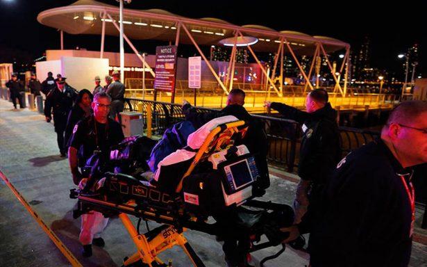 Helicóptero turístico se desploma en Nueva York y deja al menos dos muertos