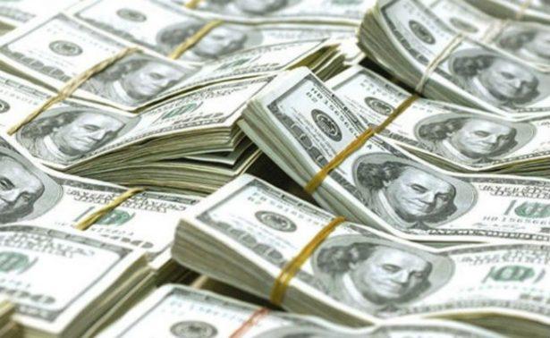 Dólar promedia en 17.60 pesos en el Aeropuerto de la Ciudad de México