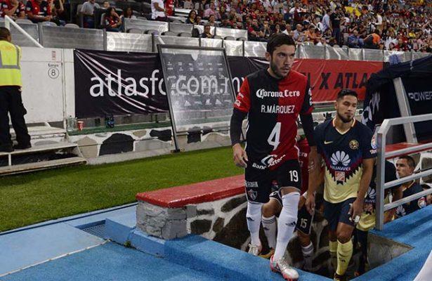 Con camisetas de Rafa Márquez, Atlas lo apoya desde la cancha