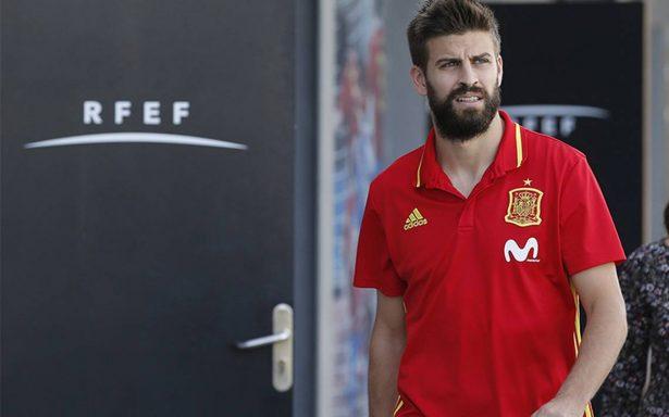 Piqué reafirma que sigue en la selección y aboga por dialogar en Cataluña