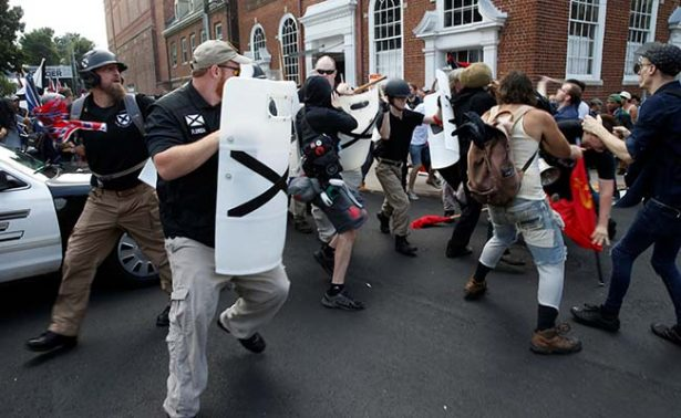 Trump condena odio y violencia en marcha supremacista blanca de Virginia