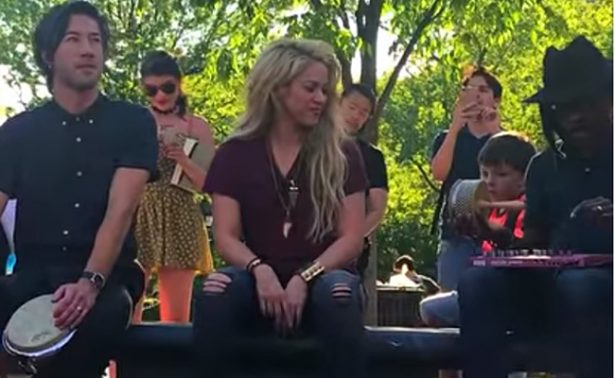 Shakira sorprende a sus fans en calles de Nueva York