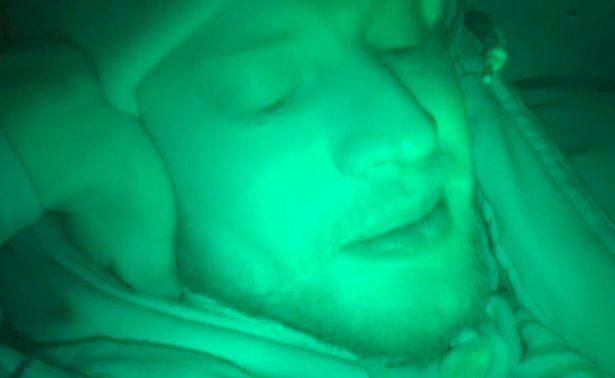 ¡Bloguero ruso vive tras pasar 24 horas enterrado en ataúd!