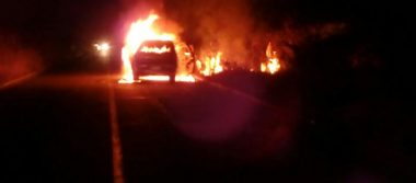 Se incendia camioneta  en Ayala