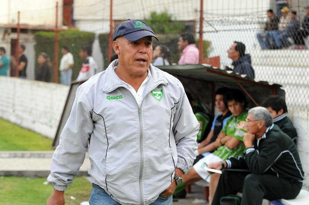 Mario Hernández Calderón se mantiene ligado al fútbol profesional como entrenador.
