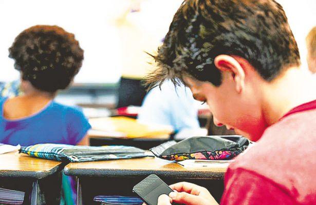 Escuelas, sin celulares
