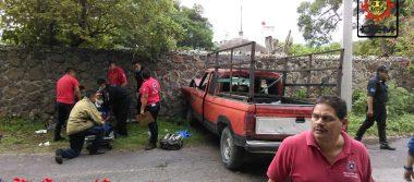 Deja cinco lesionados volcadura de vehículo en Ayala
