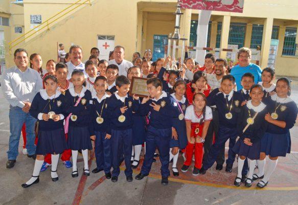 Festejan a ganadores del Estatal del Himno Nacional