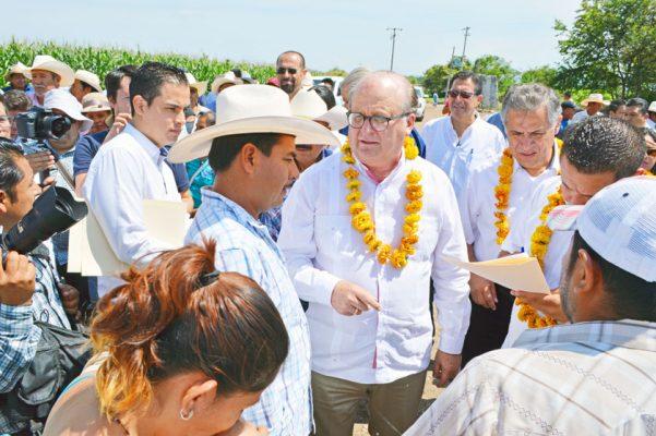 EL MANDATARIO estatal Graco Ramírez, realizo gira de trabajo por el municipio de Axochiapan. Foto: GUDE SERVÍN