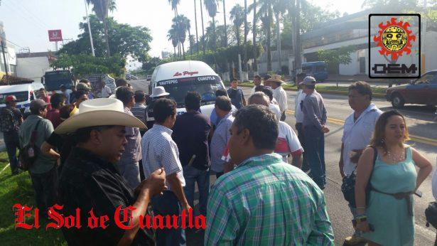 [VIDEO] Transportistas de Cuautla, Ayala, Yecapixtla y Ocuituco se unen en contra de la ruta 85