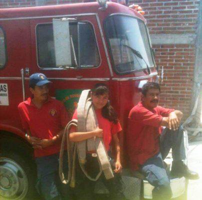 Festeja bombero en el Hospital