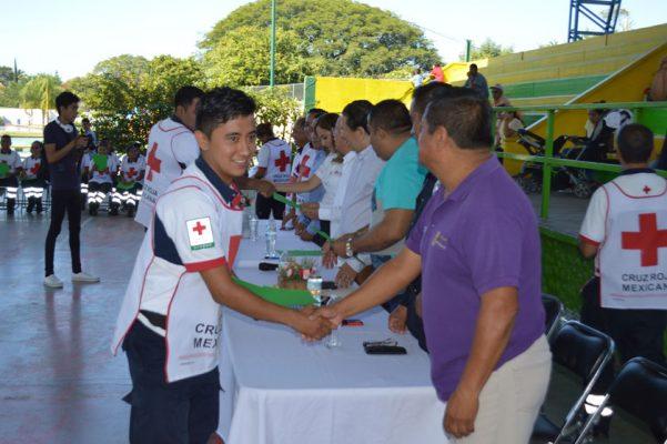 Egresan 24 paramédicos de la Cruz Roja