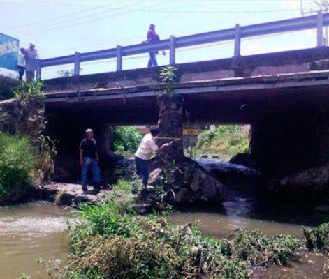 Arrojan desechos a canales, ríos y barrancas