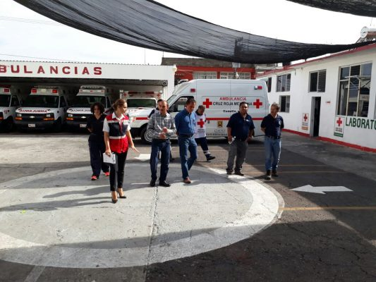 Ayudan a la Cruz Roja