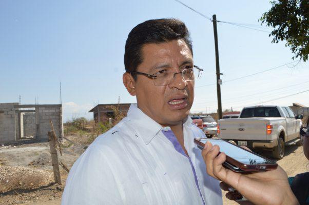 Reparan líneas de conducción en Tepalcingo