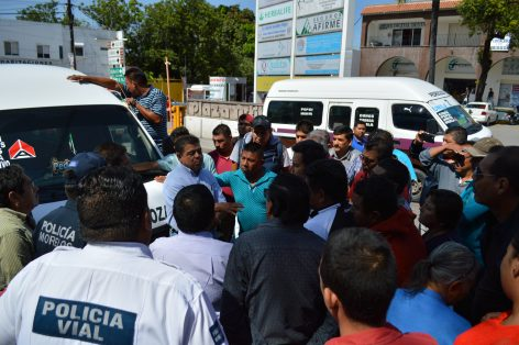 Conflictos entre los transportistas de las rutas 8 y 10 bloquearon la calle Centinela.