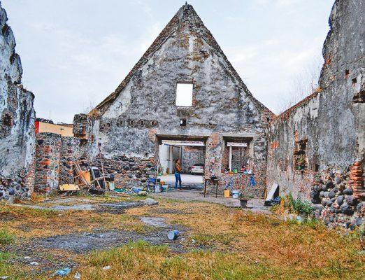 Abandonada, zona de Monumentos Históricos