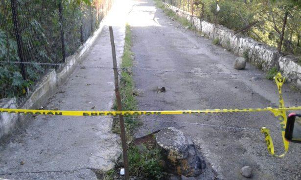 Salen cuerpos tras derrumbe de puente