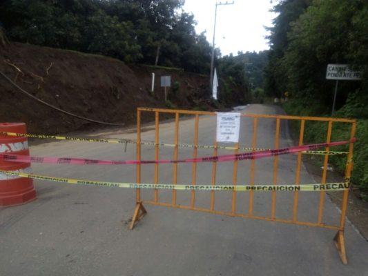 Cerrada carretera por derrumbes