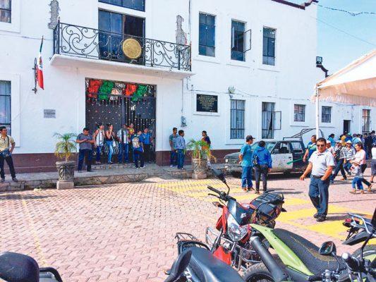 Siguen en retención funcionarios municipales de Axochiapan
