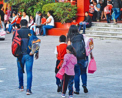 A clases en dos mil escuelas: IEBEM