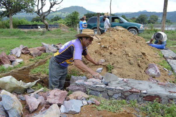 Construyen nuevos hogares, migrantes  en Totolapan