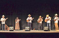 Bailan al ritmo de Guadalajara