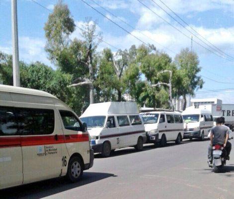 Transportistas impiden la circulación de la Ruta 16 en Yecapixtla