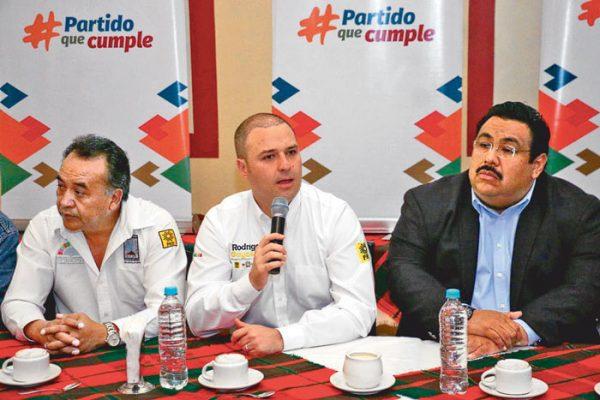 Abandona el PRD a González Otero