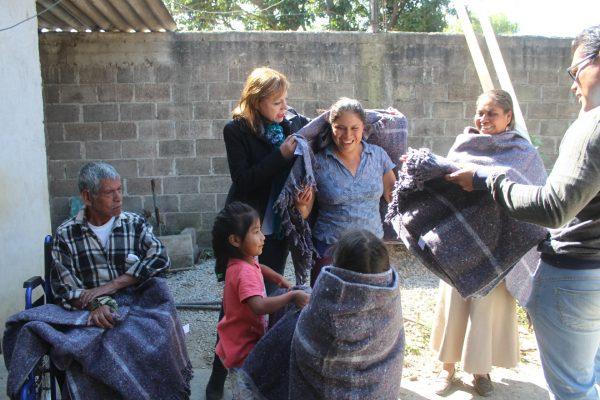 Cobijan a familias en Tetela del Volcán