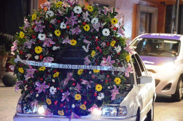 Festejan transportistas a la Reina de México