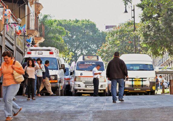 Provocan transportistas caos vial en Cuernavaca