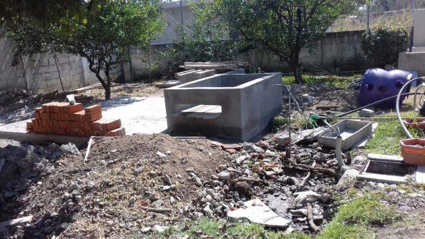 Denuncian una cisterna inconclusa en jardín de niños