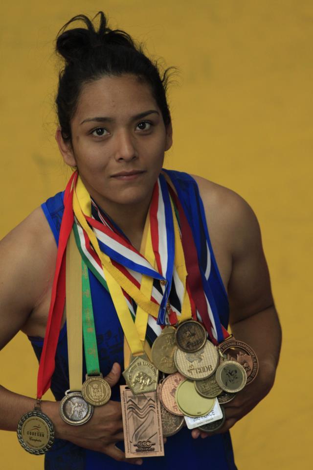 La morelense ha logrado destacar en ambos deportes y conseguir varias medallas en diversos campeonatos nacionales. Foto: Cortesía Redes
