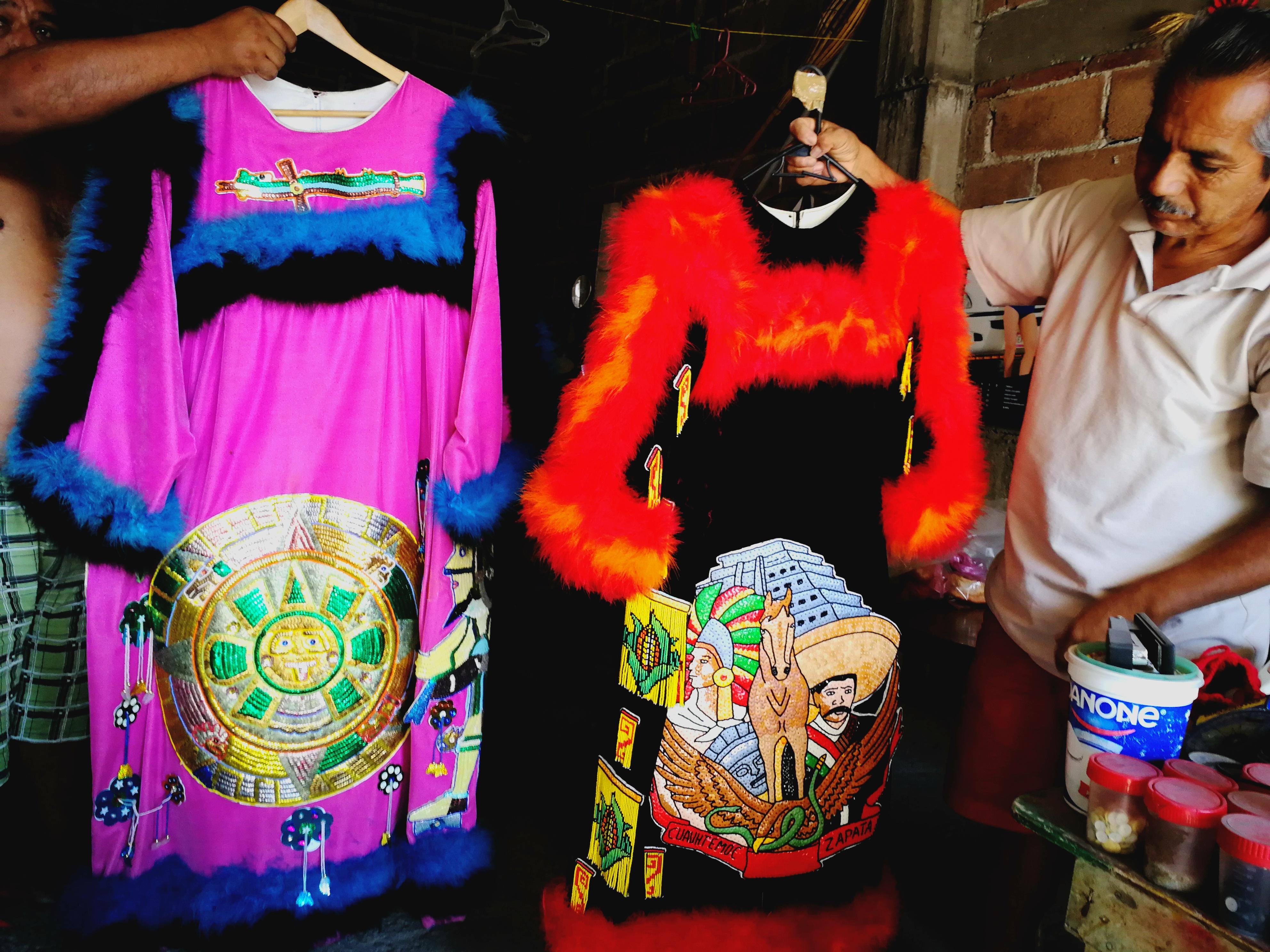 Se esmera para que cada uno de los trajes representen a Morelos. Foto: Emmanuel Ruiz