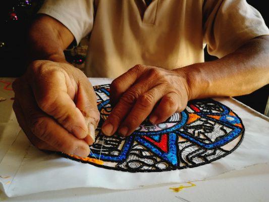Vive Ranulfo Gutiérrez de la elaboración del traje de chinelo