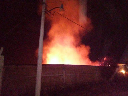 [VIDEO] Combaten bomberos incendio en Cuautla