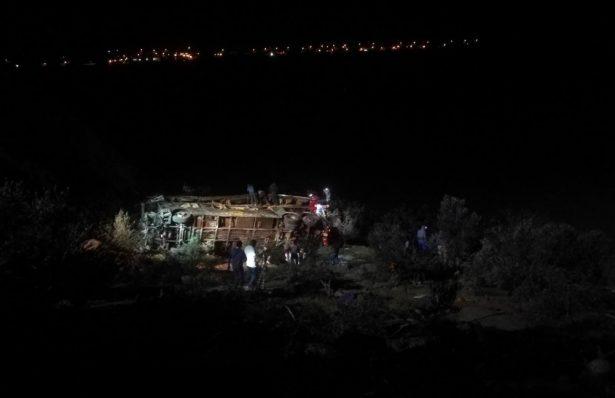 Autobús de pasajeros cae a un abismo en Perú; hay 44 muertos