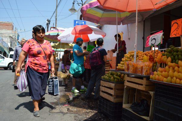 Deja comercio sin paso a peatones