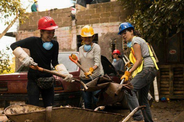 Intensificarán proceso de reconstrucción y apoyo a familias