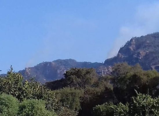 Combaten dos incendios en Tepoztlán
