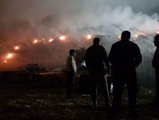 Sofocan incendio del basurero de Yautepec