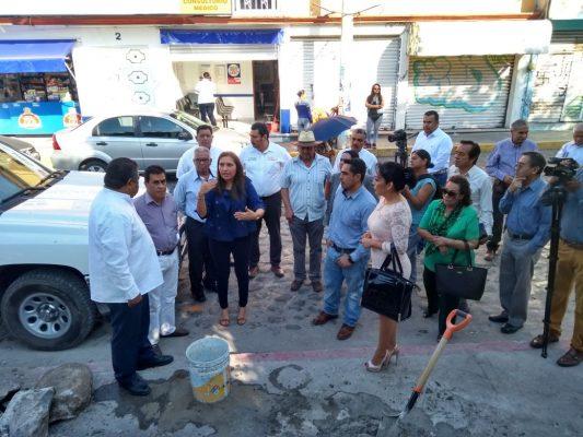 Reconstruyen la barda de la Antonio Caso