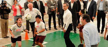 """Presentan programa de Salud en tu Escuela """"con cascarita de futbol"""""""