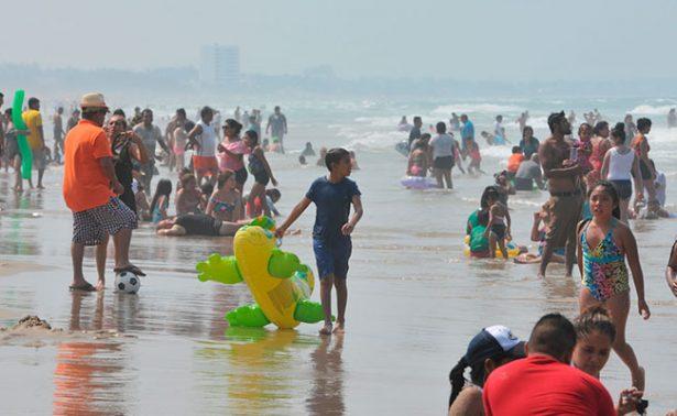 Familias huyena la playa ante intenso calor en Tamaulipas