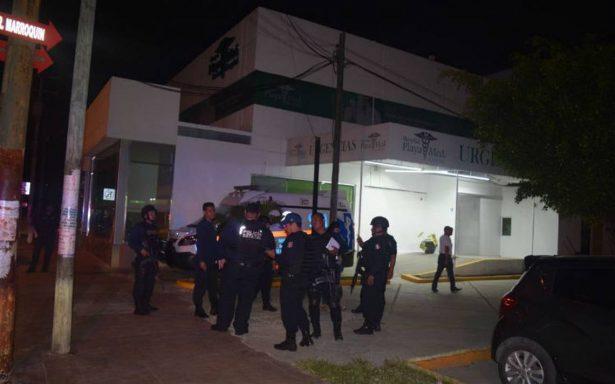 Comando irrumpe en hospital de Cancún y mata a integrante del Cártel del Golfo