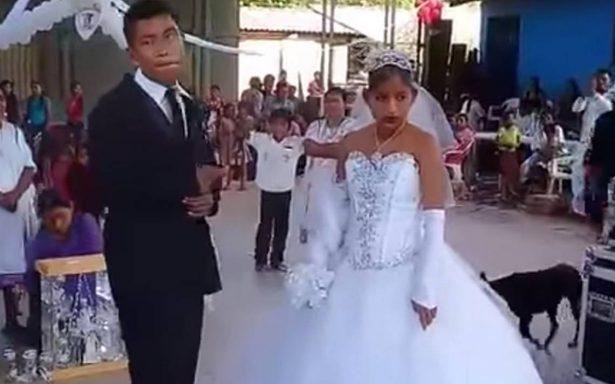 [VIDEO] Los obligan a casarse y protagonizan 'la boda más triste'