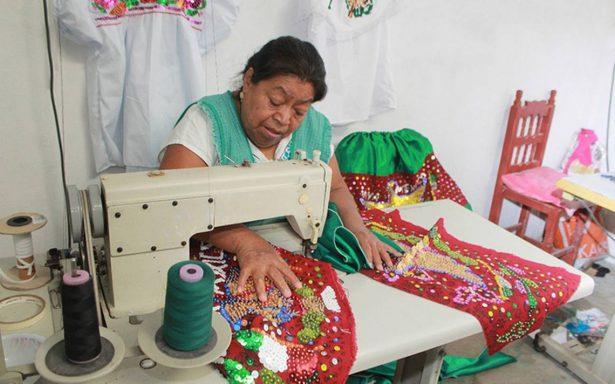 Comercio de vestidos de china poblana, en manos de coyotes